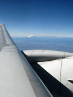 翼の上の富士山。